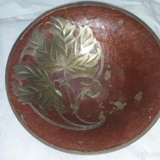 Antigüedades: BELLO CENTRO DE MESA DE BRONCE CON ESMALTE INDIA 24.5CM. Lote 205282212
