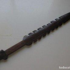 Antigüedades: ESPADA CACIQUE GUARANI MADERA DE GRAN DUREZA , PALMERA CON MAS 300 AÑOS. Lote 205290365