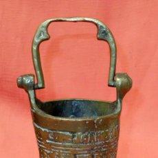 Antigüedades: ANTIGUO ACETRE EN BRONCE Y DECORACIONES GRABADAS. Lote 205300542