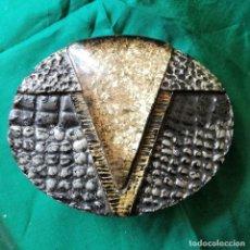 Antigüedades: HEBILLA PARA CINTURON DE PASTA CON ESMALTES. Lote 205304138
