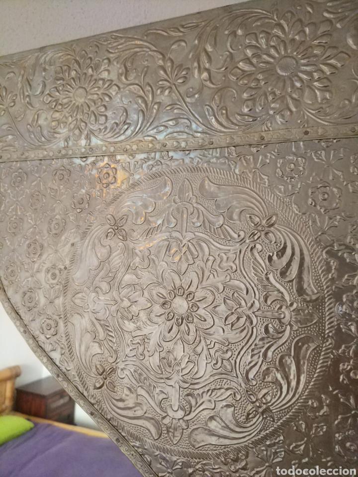 Antigüedades: Espectacular espejo de pared de cuerpo entero repujado artesanal traído de la India - Foto 3 - 205290160