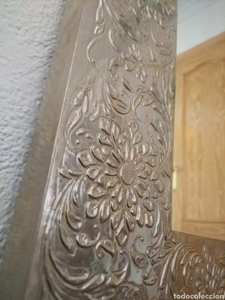Antigüedades: Espectacular espejo de pared de cuerpo entero repujado artesanal traído de la India - Foto 5 - 205290160