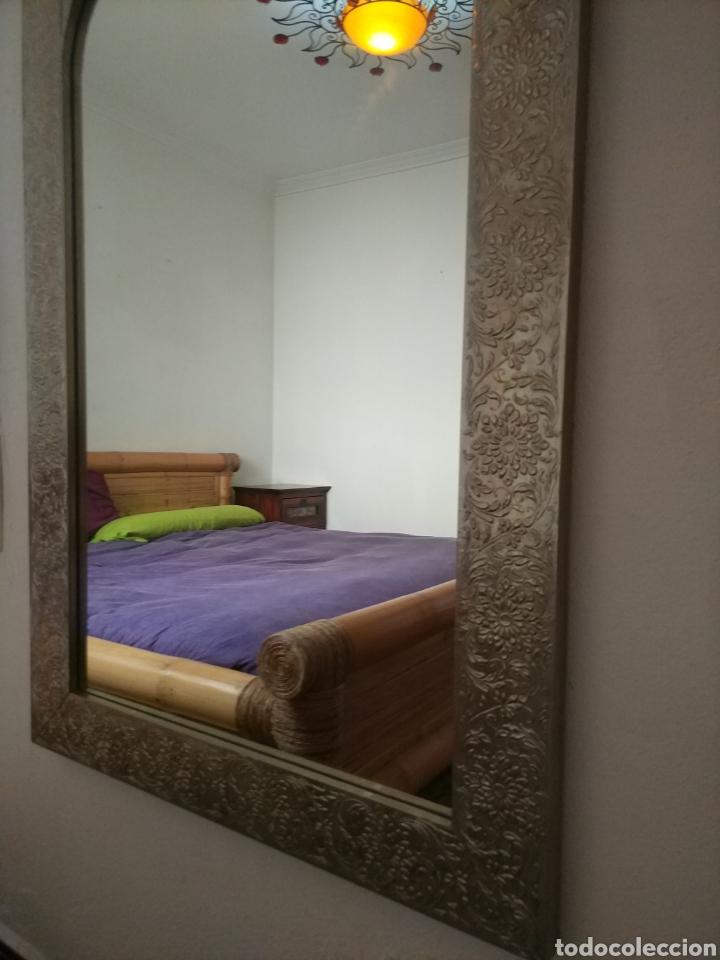 Antigüedades: Espectacular espejo de pared de cuerpo entero repujado artesanal traído de la India - Foto 6 - 205290160