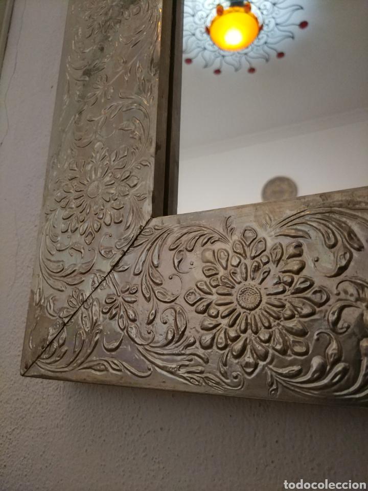 Antigüedades: Espectacular espejo de pared de cuerpo entero repujado artesanal traído de la India - Foto 10 - 205290160