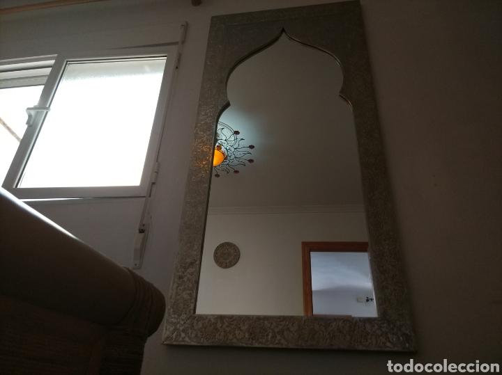 Antigüedades: Espectacular espejo de pared de cuerpo entero repujado artesanal traído de la India - Foto 11 - 205290160