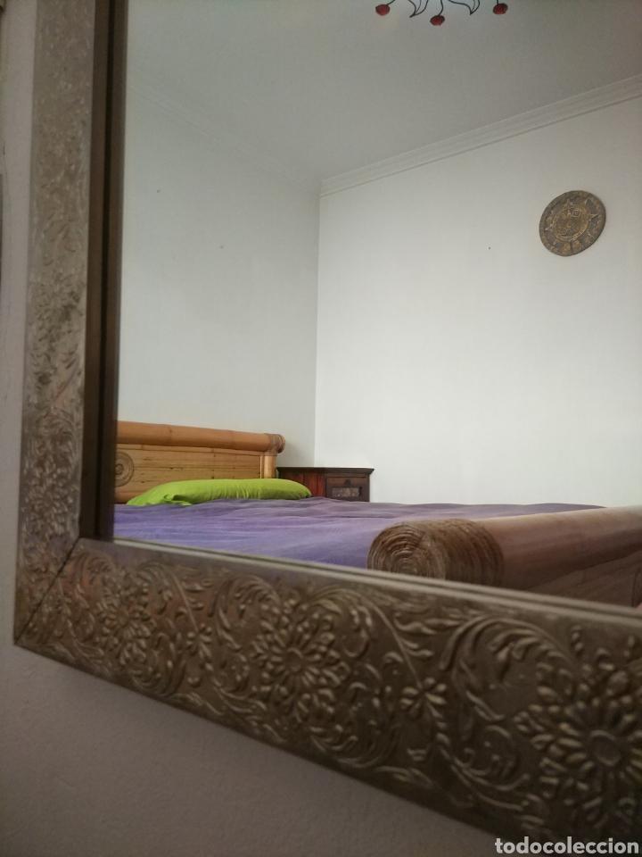 Antigüedades: Espectacular espejo de pared de cuerpo entero repujado artesanal traído de la India - Foto 12 - 205290160