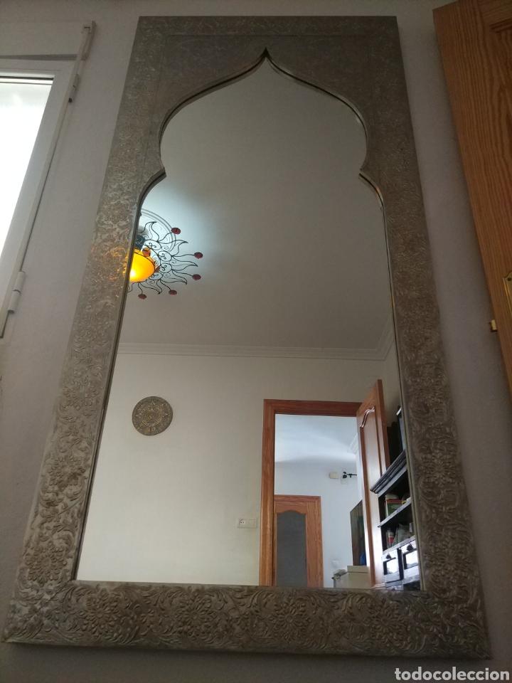 Antigüedades: Espectacular espejo de pared de cuerpo entero repujado artesanal traído de la India - Foto 13 - 205290160