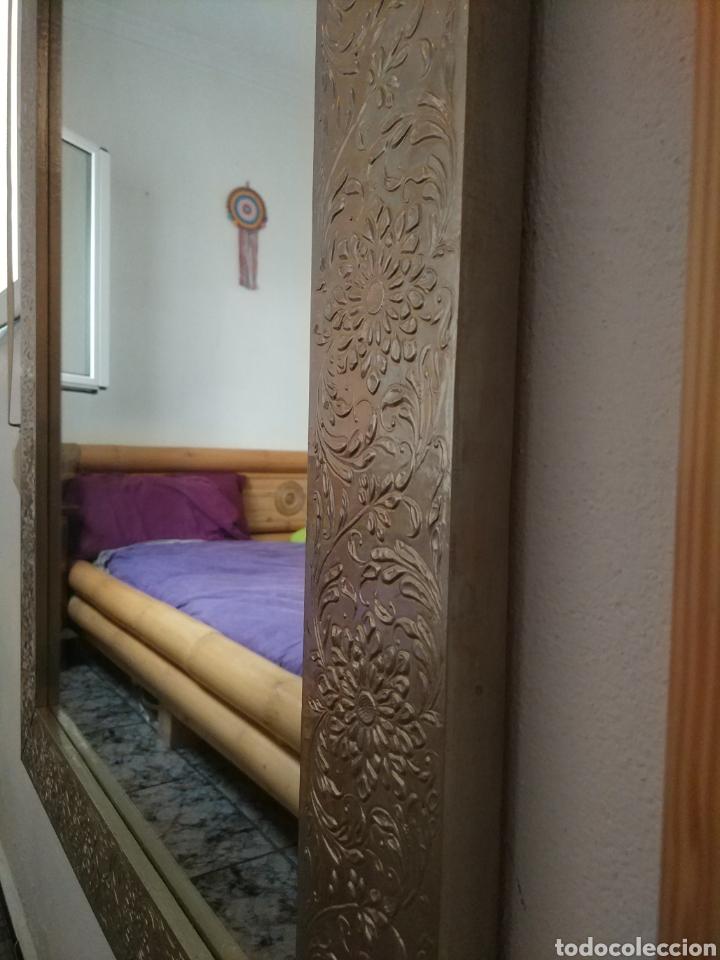 Antigüedades: Espectacular espejo de pared de cuerpo entero repujado artesanal traído de la India - Foto 14 - 205290160