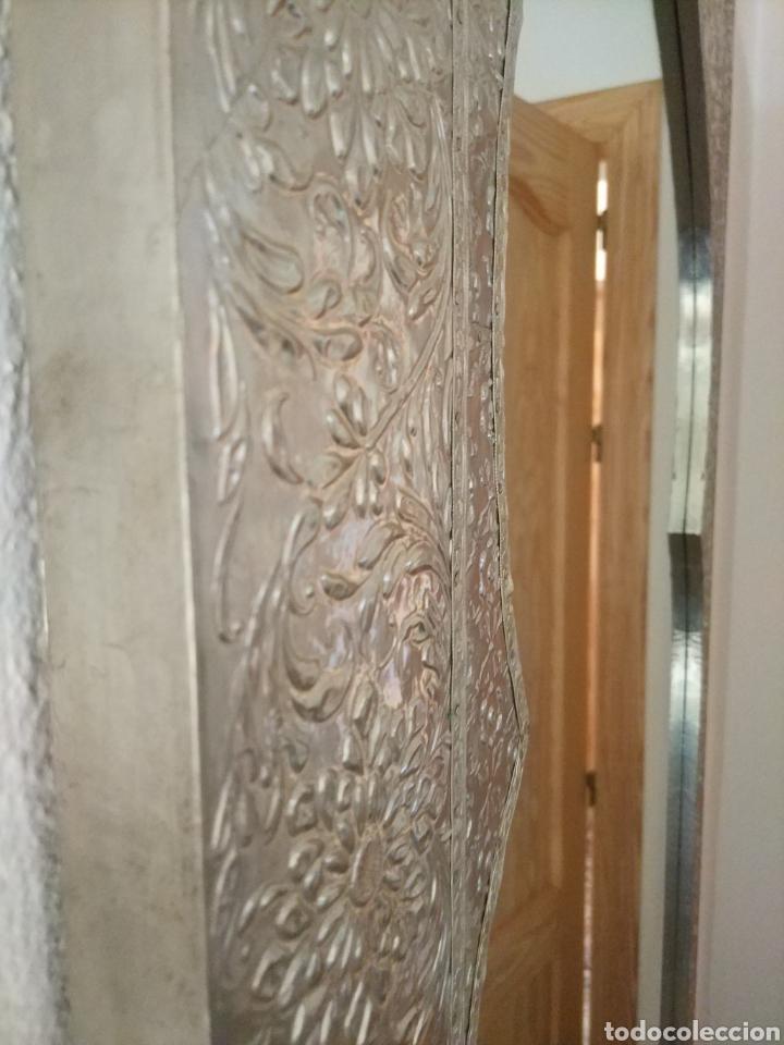 Antigüedades: Espectacular espejo de pared de cuerpo entero repujado artesanal traído de la India - Foto 28 - 205290160