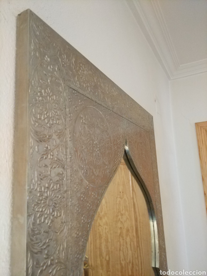 Antigüedades: Espectacular espejo de pared de cuerpo entero repujado artesanal traído de la India - Foto 30 - 205290160