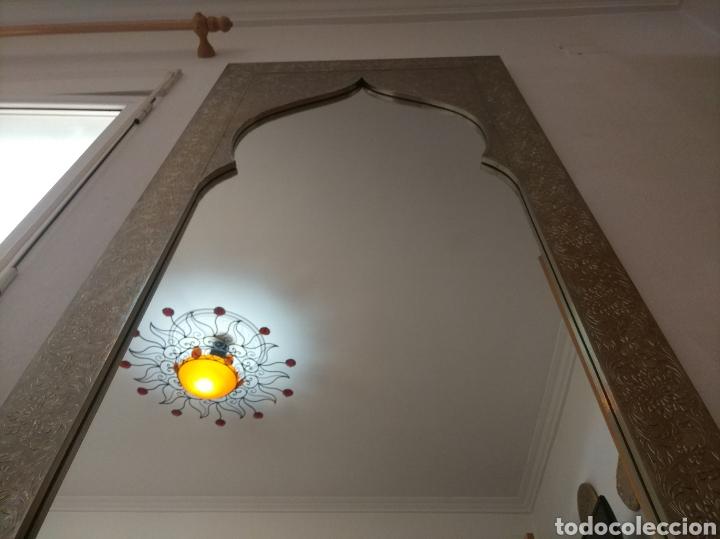 Antigüedades: Espectacular espejo de pared de cuerpo entero repujado artesanal traído de la India - Foto 31 - 205290160