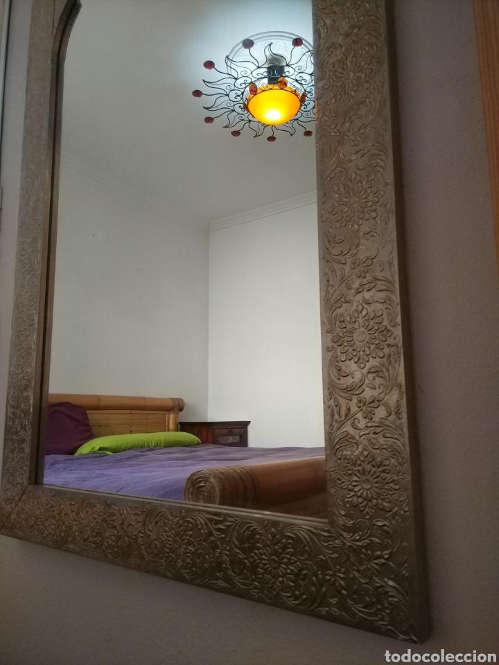 Antigüedades: Espectacular espejo de pared de cuerpo entero repujado artesanal traído de la India - Foto 34 - 205290160