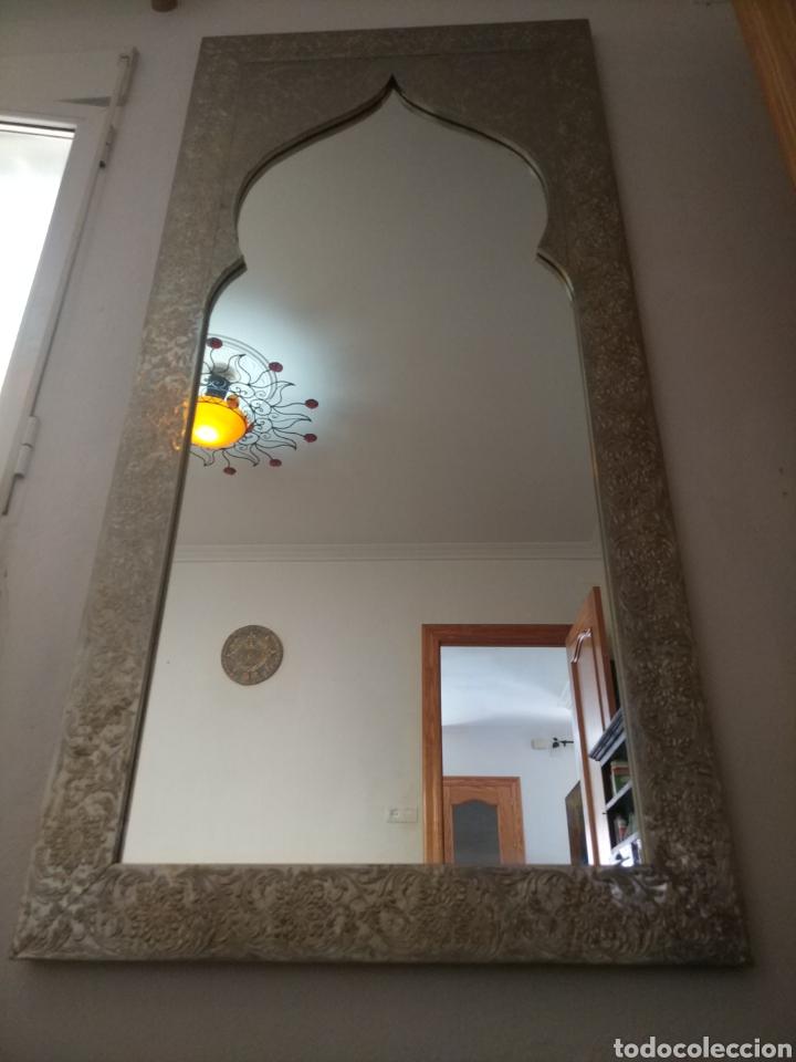 Antigüedades: Espectacular espejo de pared de cuerpo entero repujado artesanal traído de la India - Foto 36 - 205290160