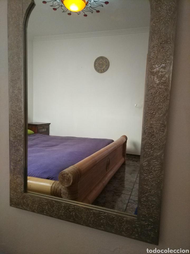 Antigüedades: Espectacular espejo de pared de cuerpo entero repujado artesanal traído de la India - Foto 40 - 205290160