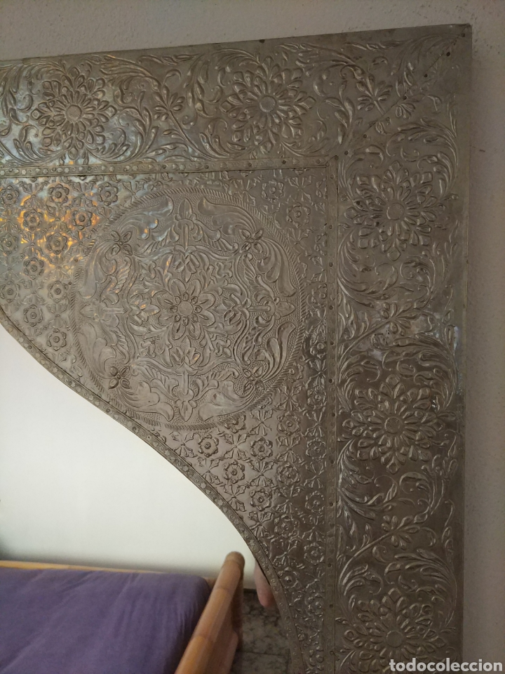 Antigüedades: Espectacular espejo de pared de cuerpo entero repujado artesanal traído de la India - Foto 42 - 205290160