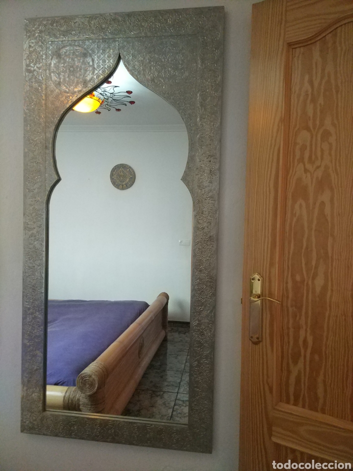 Antigüedades: Espectacular espejo de pared de cuerpo entero repujado artesanal traído de la India - Foto 44 - 205290160