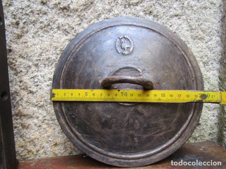 ANTIGUA TAPA DE POTE GALLEGO EN HIERRO FUNDIDO, APROX 1930 900GR+ INFO Y FOTOS (Antigüedades - Técnicas - Rústicas - Utensilios del Hogar)