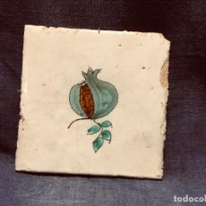 Antigüedades: AZULEJO VALENCIANO CERAMICA LEVANTE GRANADA S XVIII XIX PINTADO A MANO 13X13CMS. Lote 205310567