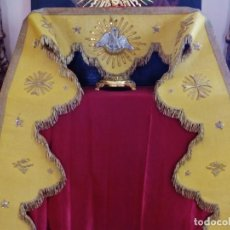 Antigüedades: FRENTE DE ALTAR CONFECCIONADO EN TISÚ BORDADO CON HILO DE ORO MOSTRANDO MOTIVOS RELIGIOSOS. S. XIX.. Lote 205328401