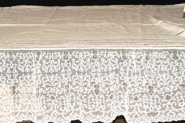 Antigüedades: MANTEL DE ALTAR GRANDE DE GRAN CALIDAD EN LINO Y ENCAJE - CIRCA 1900 - Foto 2 - 205363975