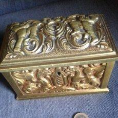 Antigüedades: JOYERO CAJA BRONCE RENACIMIENTO. Lote 205377555