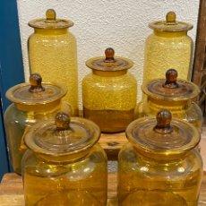 Antigüedades: LOTE DE 7 ALBARELOS / FRASCOS DE CRISTAL DE FARMACIA. Lote 205382925