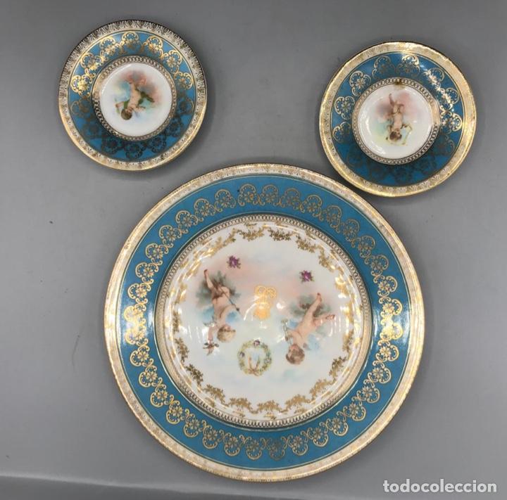 Antigüedades: Lote de tres platos de Viena Austria con oro y decorados con querubines. - Foto 2 - 205383180
