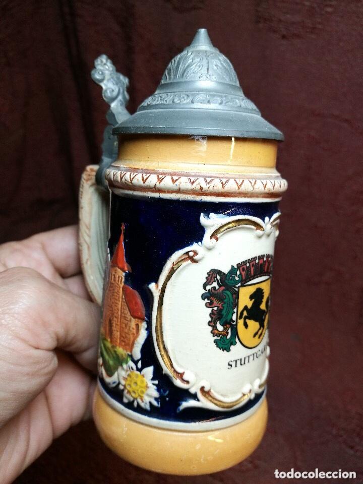 Antigüedades: Tradicional y bellísima jarra de cerveza con tapa de Petrel. - Foto 2 - 205385468