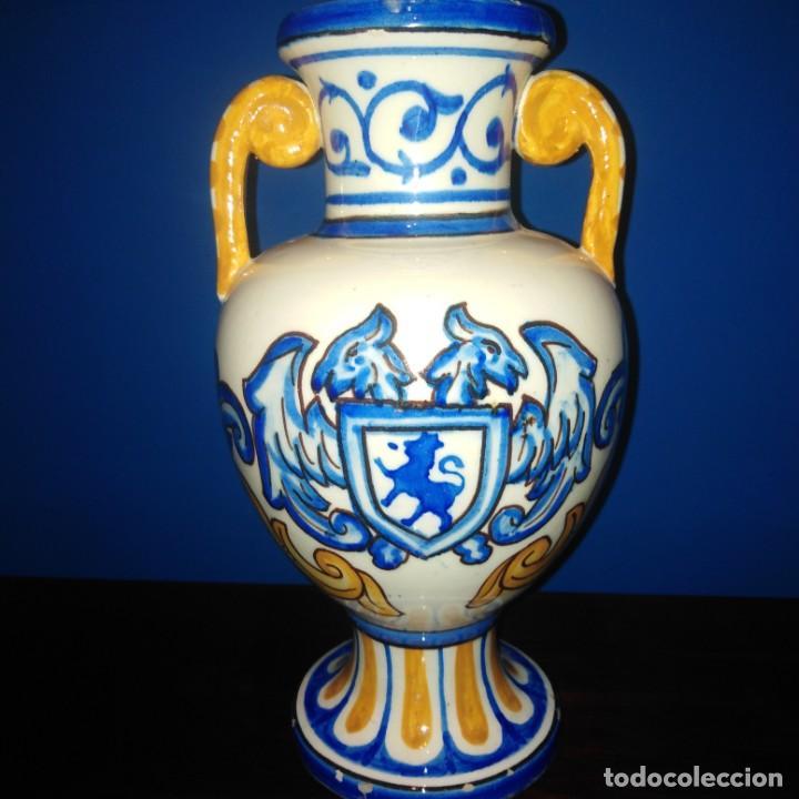 ANTIGUO JARRON DE PORCELANA DE MANISES. (Antigüedades - Hogar y Decoración - Jarrones Antiguos)