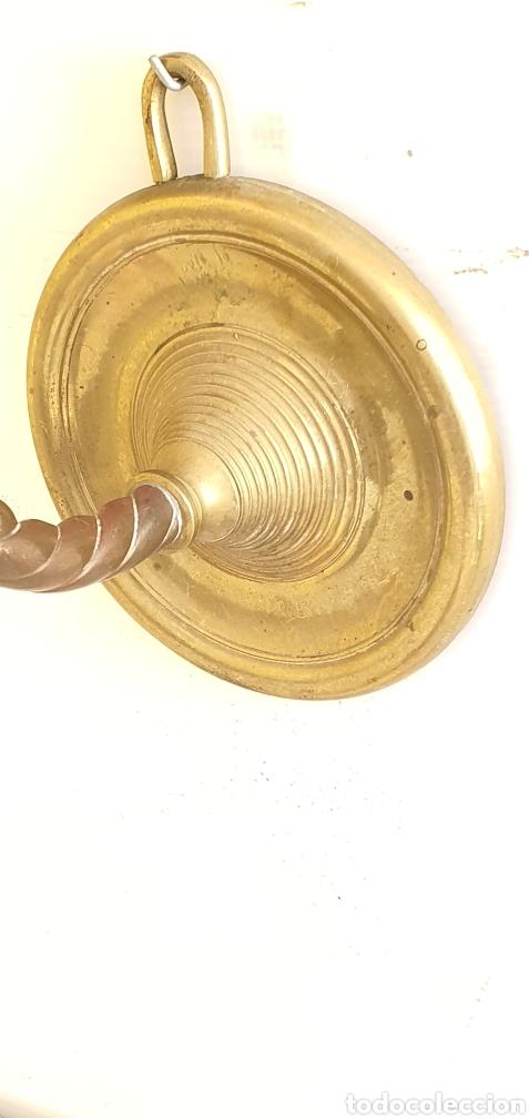Antigüedades: ANTIGUO CANDIL O LAMPARA DE ACEITE APLIQUE DE PARED SIGLO XIX EN BRONCE .MIDEN 42CMX 40CM - Foto 3 - 205387122