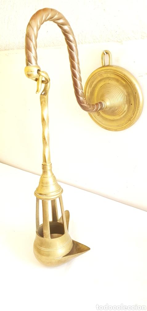 ANTIGUO CANDIL O LAMPARA DE ACEITE APLIQUE DE PARED SIGLO XIX EN BRONCE .MIDEN 42CMX 40CM (Antigüedades - Iluminación - Apliques Antiguos)