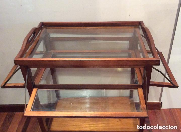 Antigüedades: ANTIGUA MESA CAMARERA Y VITRINA EN MADERA DE CAOBA Curiosa Mesa auxikiar en madera de caoba y crist - Foto 2 - 205390085