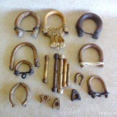 Antigüedades: LOTE DE ANTIGUOS TIRADORES O AMARRES DE GANADERIA ARGOLLA. Lote 205397405