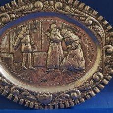 Antigüedades: BANDEJA DE PLATA HECHA A MANO SIGLO XIX CASTILLA ESCENA DE ENRIQUE TERCERO. Lote 205454776