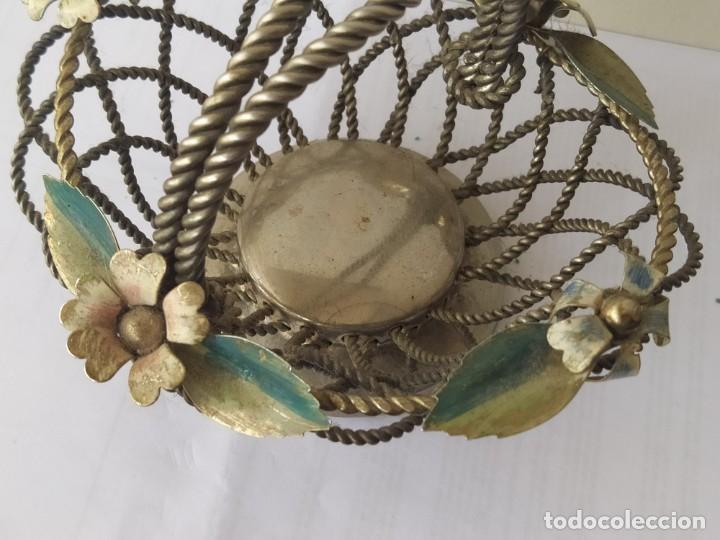 Antigüedades: Antigua CESTA CENTRO DE MESA PLATEADA DETALLES ESMATADAS - Foto 3 - 205454900