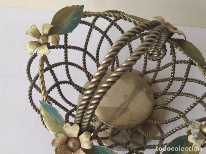 Antigüedades: Antigua CESTA CENTRO DE MESA PLATEADA DETALLES ESMATADAS - Foto 6 - 205454900