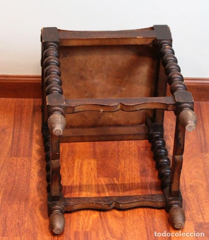 Antigüedades: Mesa antigua estilo castellano, con taburete asiento de cuero, 69 x 44 x 56 cm - Foto 6 - 205463703