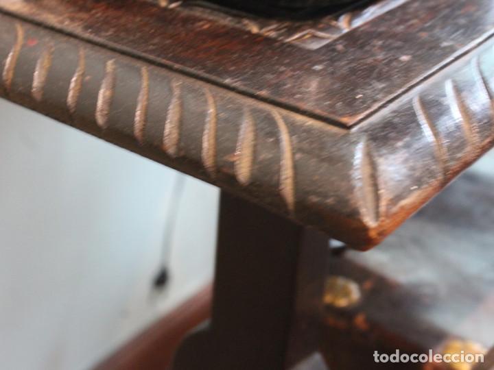 Antigüedades: Mesa antigua estilo castellano, con taburete asiento de cuero, 69 x 44 x 56 cm - Foto 9 - 205463703