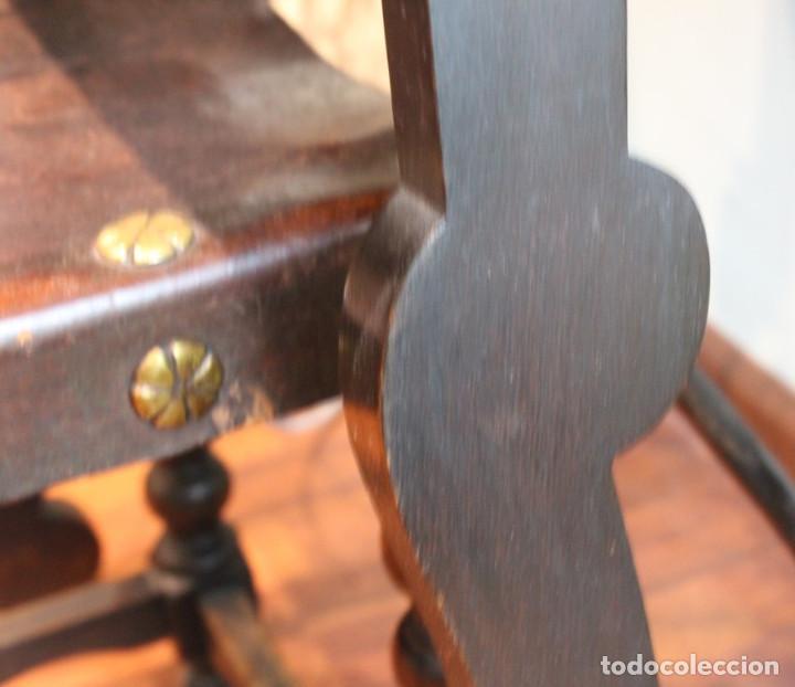 Antigüedades: Mesa antigua estilo castellano, con taburete asiento de cuero, 69 x 44 x 56 cm - Foto 10 - 205463703