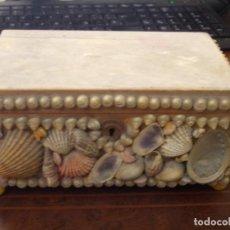 Antigüedades: ANTIGUA CAJA MADERA CON CONCHAS Y CERRADURA SIN LLAVE, A RESTAURAR, MIDE 18X12X7,5 CM.. Lote 205538595