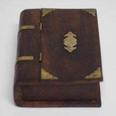 Antigüedades: CAJA DE MADERA DECORADA EN BRONCE EN FORMA DE LIBRO. Lote 205540546