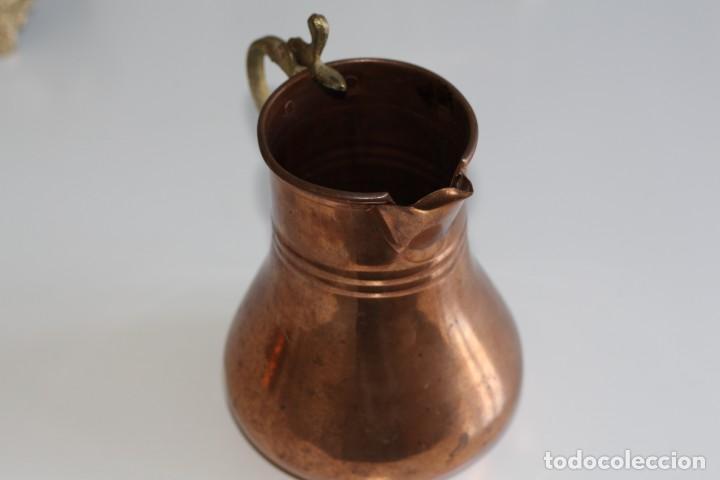 Antigüedades: Antigua bonita jarra de cobre. 17 cm. - Foto 3 - 205541185