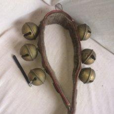 Antigüedades: COLLAR CON ENORMES CASCABELLES DE BRONCE!. Lote 205556562