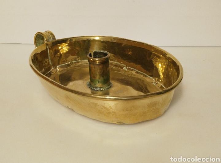 Antigüedades: Palmatoria portavelas antigua de latón dorado con vela . Gran tamaño. Bellisimo tono dorado. - Foto 7 - 205575780