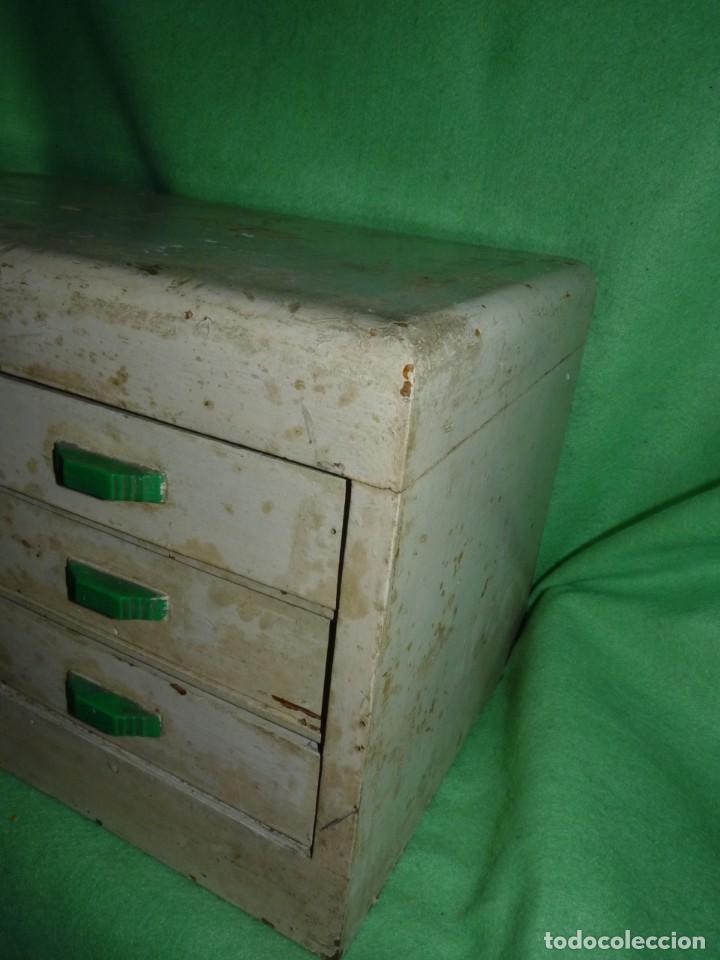 Antigüedades: Antigua cajonera mueble publicidad C. A. Hilaturas de Fabra y Coats Mercería pintado para restaurar - Foto 2 - 205596612