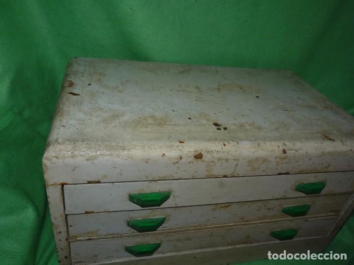 Antigüedades: Antigua cajonera mueble publicidad C. A. Hilaturas de Fabra y Coats Mercería pintado para restaurar - Foto 3 - 205596612
