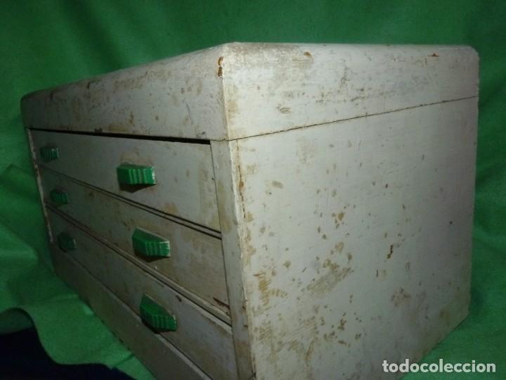 Antigüedades: Antigua cajonera mueble publicidad C. A. Hilaturas de Fabra y Coats Mercería pintado para restaurar - Foto 6 - 205596612
