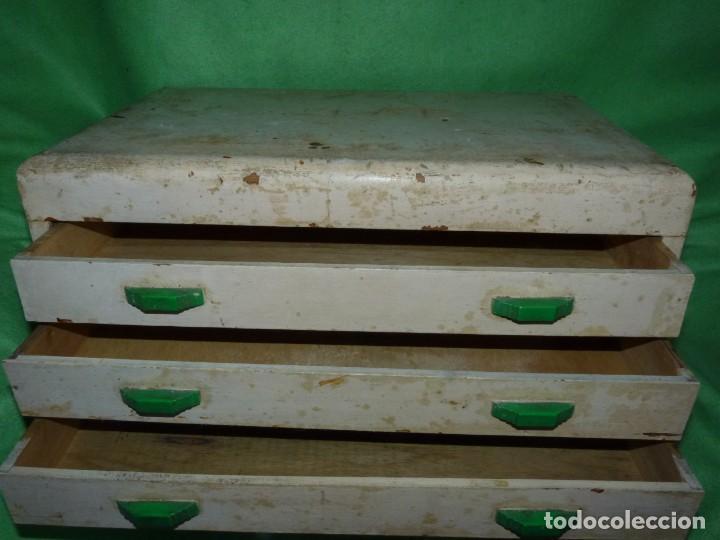 Antigüedades: Antigua cajonera mueble publicidad C. A. Hilaturas de Fabra y Coats Mercería pintado para restaurar - Foto 8 - 205596612