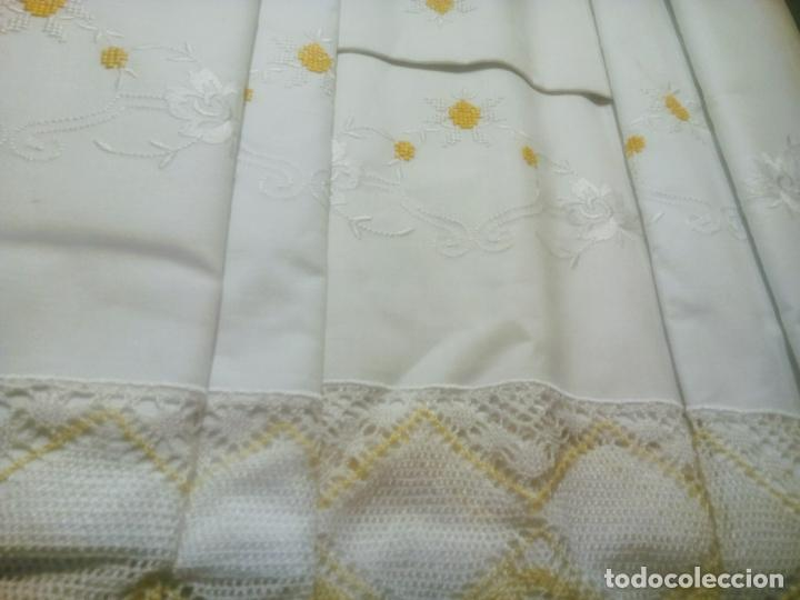 Antigüedades: Juego cama sábana y funda viuda tolrra bordado con puntilla sin estrenar. - Foto 6 - 205605901