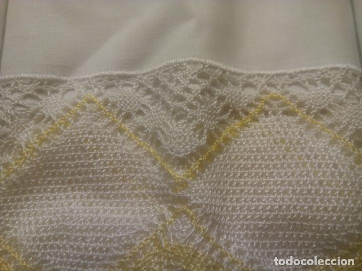 Antigüedades: Juego cama sábana y funda viuda tolrra bordado con puntilla sin estrenar. - Foto 9 - 205605901
